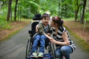 Льготная пенсия по уходу за  ребёнком инвалидом: оформление и правила
