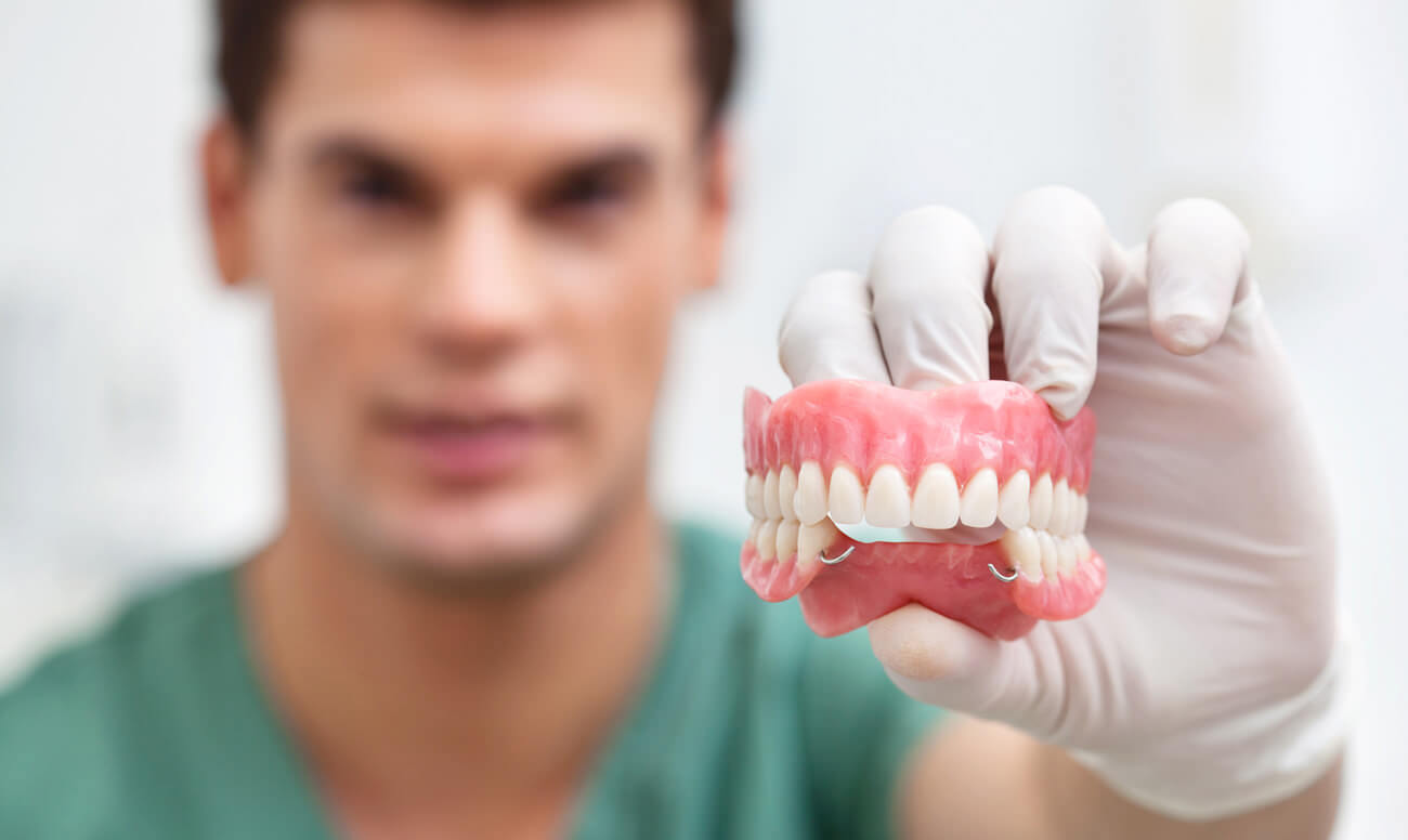 Льготы на протезирование зубов для пенсионеров: что нужно знать