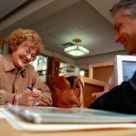 Какие банки дают кредит пенсионерам до 75 лет — условия, характеристика программы, стоимость займа