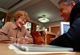 Какие банки дают кредит пенсионерам до 75 лет: условия, характеристика программы, стоимость займа