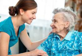 Опекунство над пожилым человеком 80 лет: правила оформления и особенности
