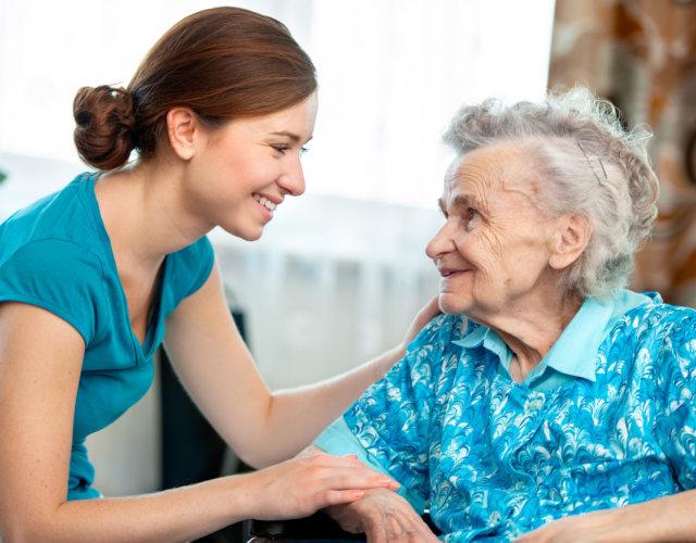 Опекунство над пожилым человеком 80 лет — правила оформления и особенности