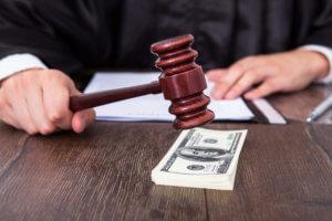 судья отменяет судебный приказ