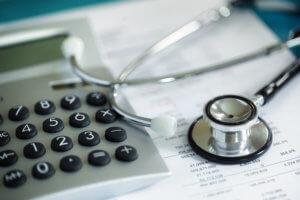 возврат денежных средств за оказанные медицинские услуги или покупку дорогих медикаментов