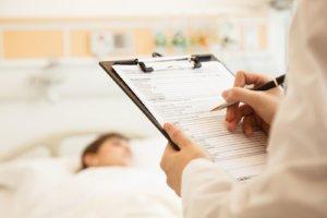 Нужно обращаться к работодателю для оформления больничного