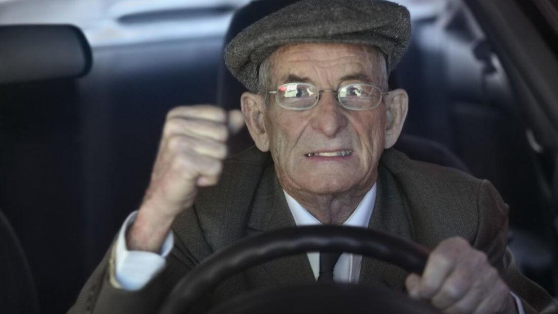 Освобождается ли пенсионер от уплаты транспортного налога
