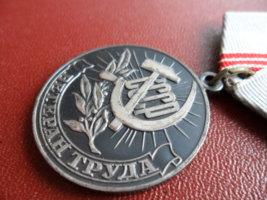 Как оформить льготы ветерану труда: все о порядке получения и видах помощи