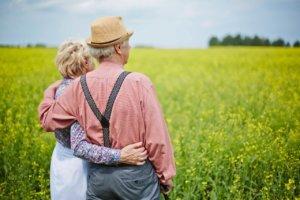 должен ли пенсионер платить налог в случае продажи земельного участка