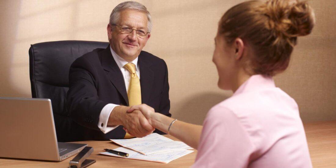 Положены ли выплаты при увольнении в связи с расторжением договоров