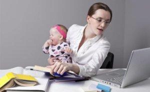 работник может ухаживать за ребенком и получать деньги