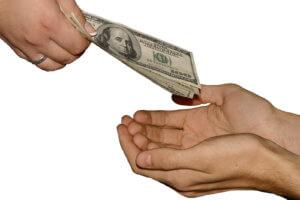 При увольнении по собственному желанию какие выплаты должны быть