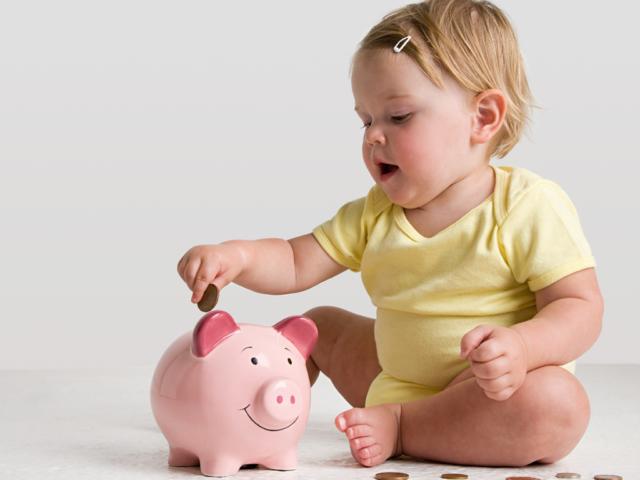 Как рассчитать пособие по уходу за ребенком — взгляд со стороны закона и принцип расчета на примерах