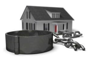 Квартира с обременением – что это значит, как снять, последствия продажи