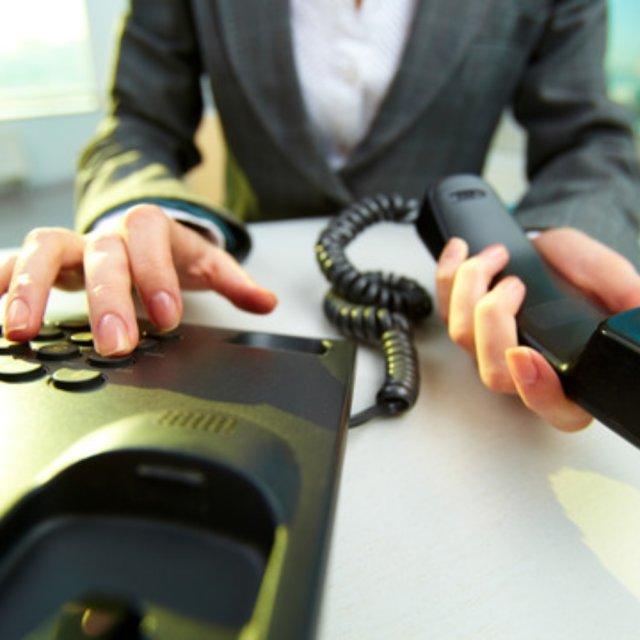 Имеют ли право коллекторы звонить родственникам должника, что говорит законодатель